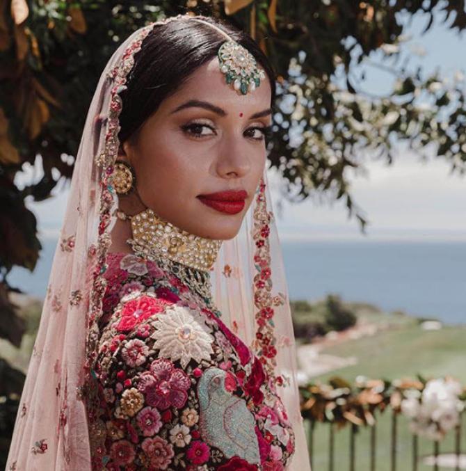 NRI Bride Wore Deepika Padukone's 'Dil Guldasta' Reception ...