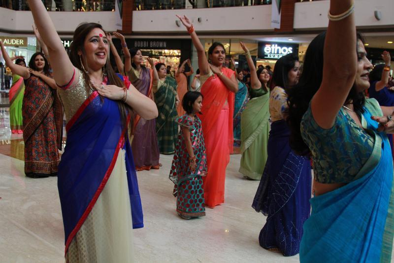flash mob in sarees at select city walk saket new delhi international womens day