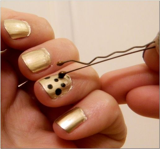 bobby pins to make perfect dots nail paint