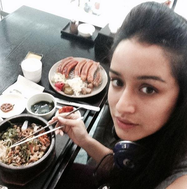 The Secrets Behind Shraddha Kapoor S Figure And Flawless Face Is Her Daily Diet And Workout Routine Shraddha kapoor treated the cast of her forthcoming film ok jaanu to a special feast. the secrets behind shraddha kapoor s