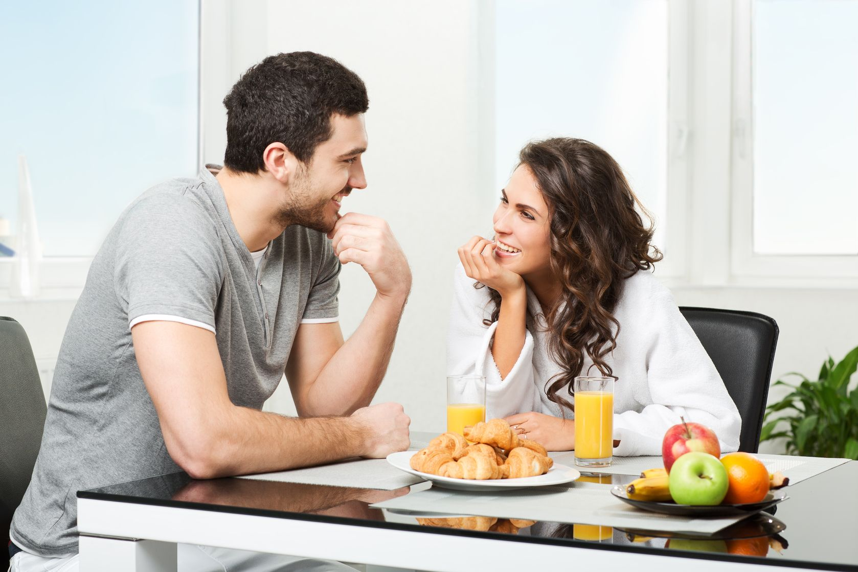 Questions You Can Ask Your Partner During Courtship Instead Of Khaane Mein Kya Khaaya