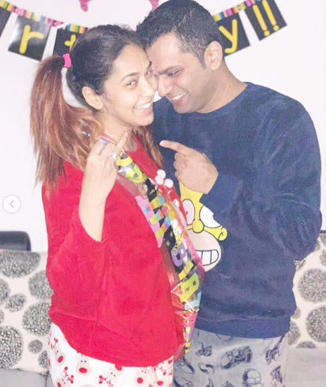 Firoza Khan gets engaged