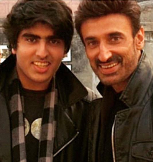 Bollywood celebs single fathers