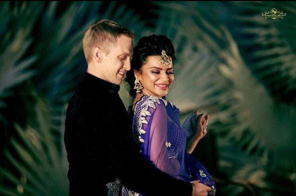 Aashka Goradia and Brent Globe