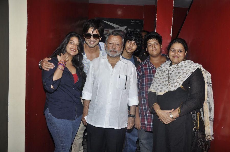 Shahid Kapoor with his siblings
