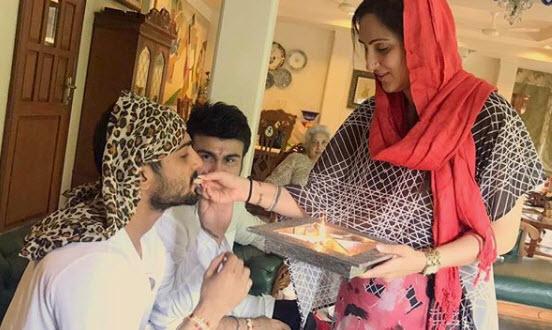 Prateik Babbar with Aarya and Juhi Babbar