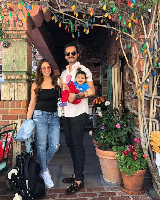 Esha Deol Enjoys Backstage Fun With Her Baby Girl Radhya Takhtani