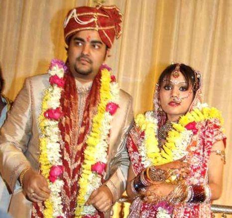 Sonu and her hubby Neeraj Karwa Chauth wedding picture