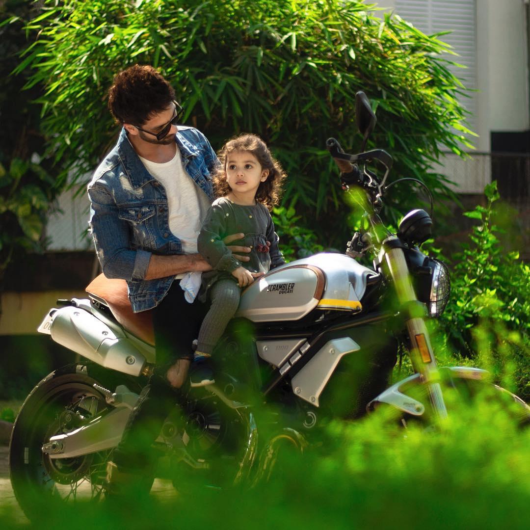 Shahid-Misha's bike ride wali picture