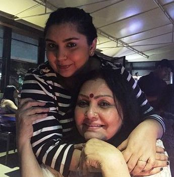 Vidya sinha and daughter