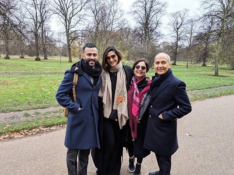 Anand S Ahuja, Sonam Kapoor Ahuja, Priya Ahuja and Sunil Ahuja