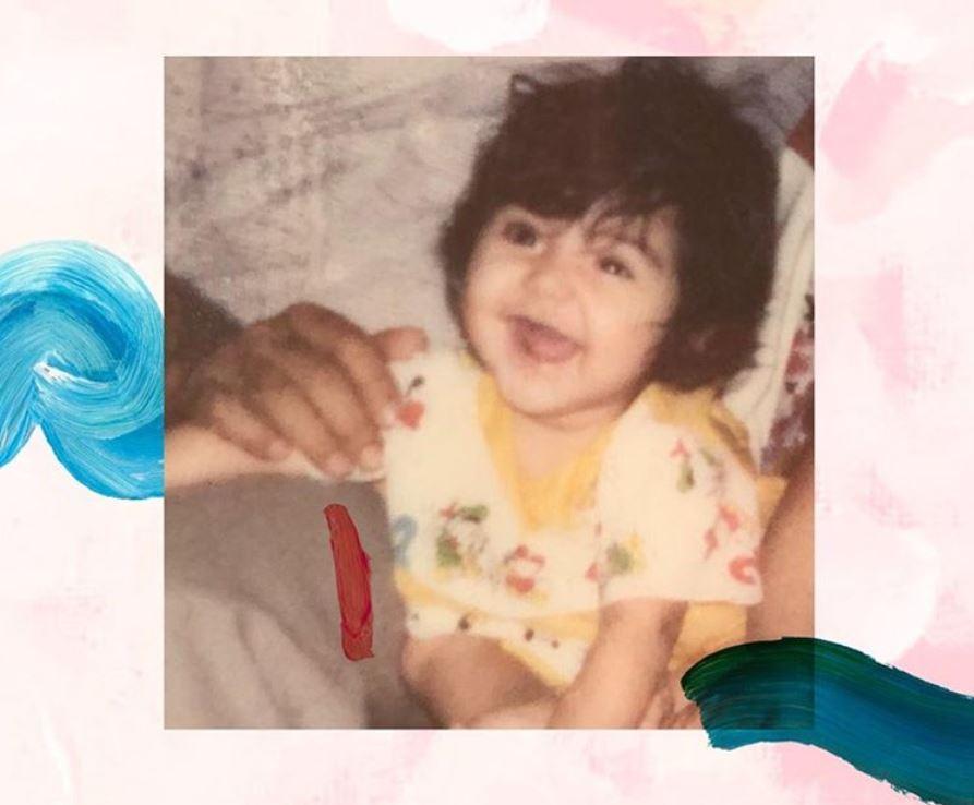 anushka childhood image