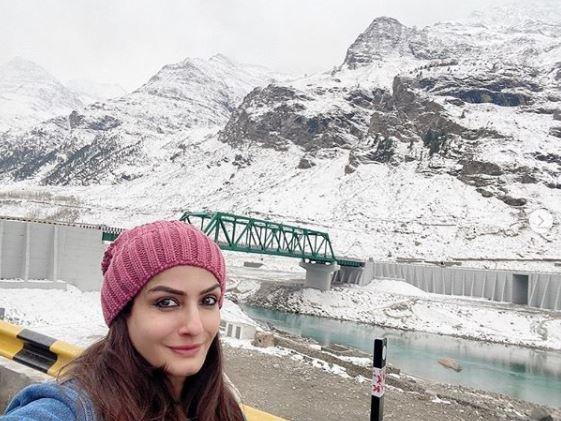Raveena Tandon Is Enjoying Her Family Time In The Snowy Himachal Pradesh With Kids, Rasha And Ranbir