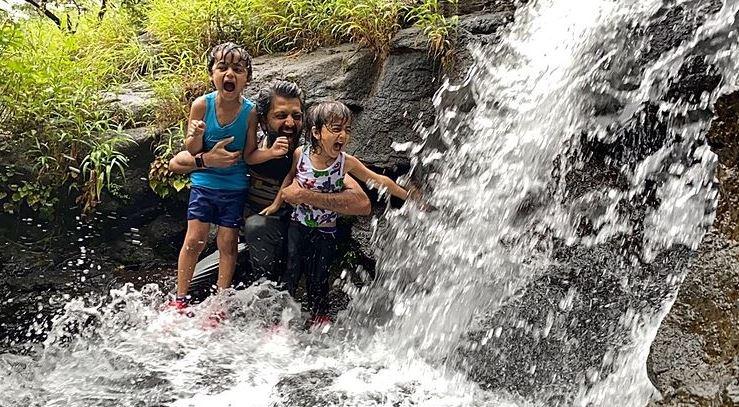 Riteish Deshmukh with his kids