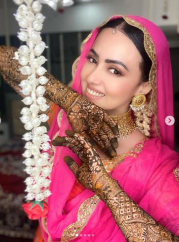 Sana Khan Mehendi