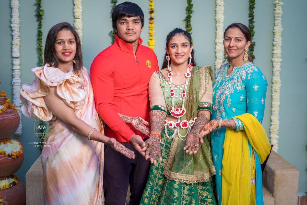 Geeta Phogat, Babita Phogat, Dushyant Phogat and Sangeeta Phogat