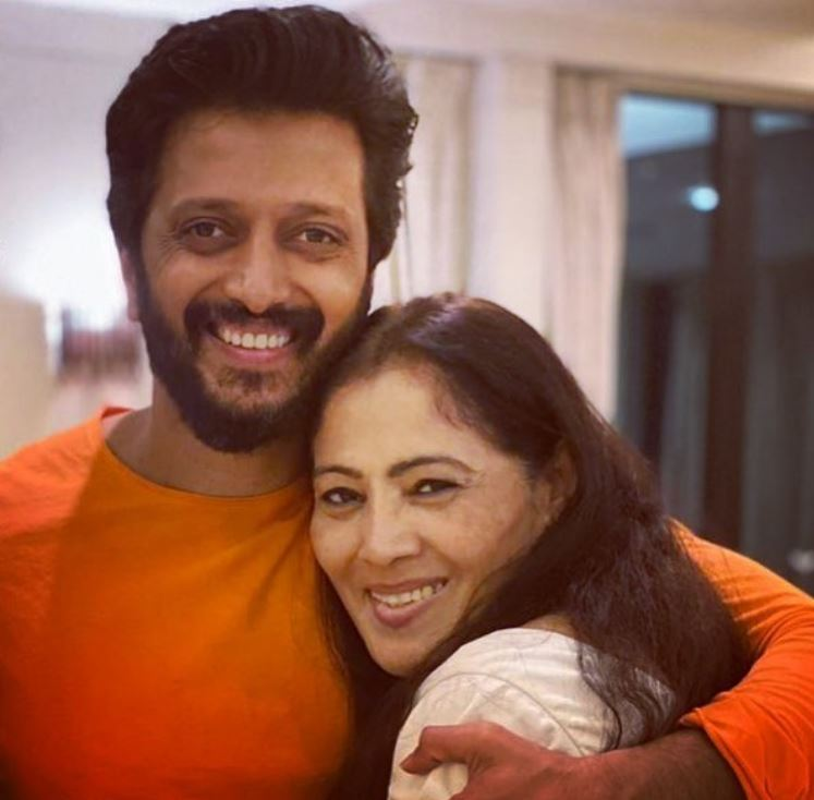 Riteish Deshmukh with his mother in law