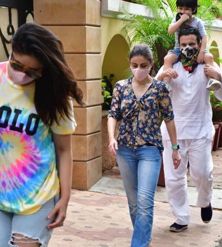 Kareena Kapoor Khan, Saif Ali Khan, Tim and Soha Ali Khan