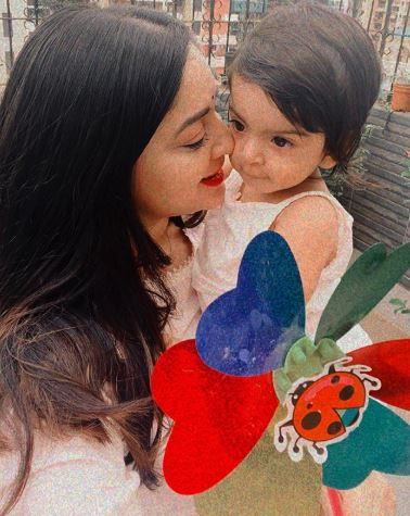 Mahhi Vij With Daughter Tara