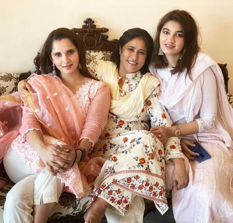 Sania Mirza Mother and Sister
