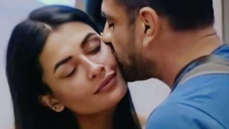 Bigg Boss 14 Eijaz Khan Confesses Love Video Pavitra Punia Tweet Sunny Leone
