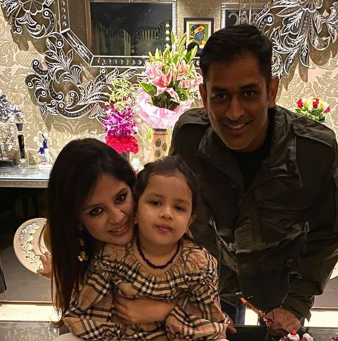 MS Dhoni and family
