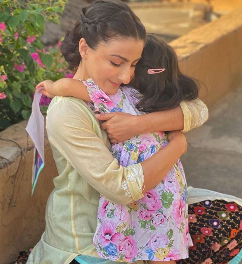 Soha Ali Khan with her daugter