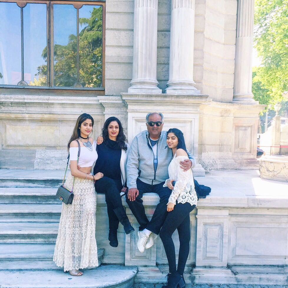 Janhvi Kapoor with her family