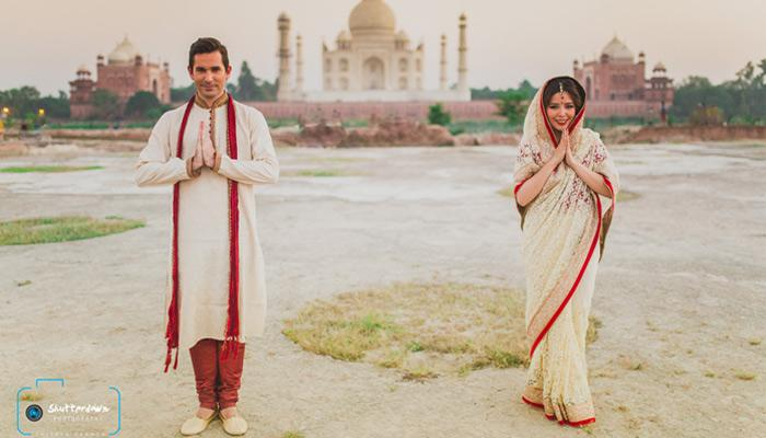 Foreigner Couple Celebrates Anniversary With An Indian-Style Wedding Shoot In Front Of The Taj Mahal