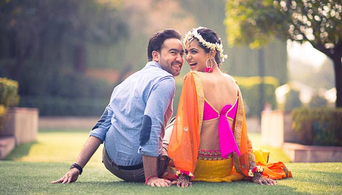 best candid couple shots captured by the top indian wedding photographers. Black Bedroom Furniture Sets. Home Design Ideas