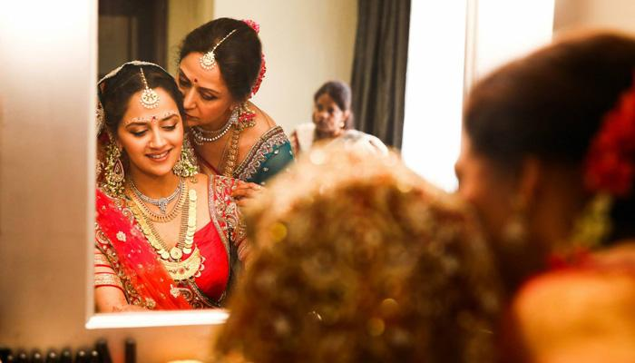 9 Beautiful Heart-Melting Mother-Daughter Moments Will Leave You Speechless