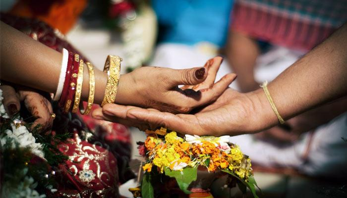 Indian Couples Refused To Take Gifts At Their Wedding But Instead Asked Their Guests For Their Blood