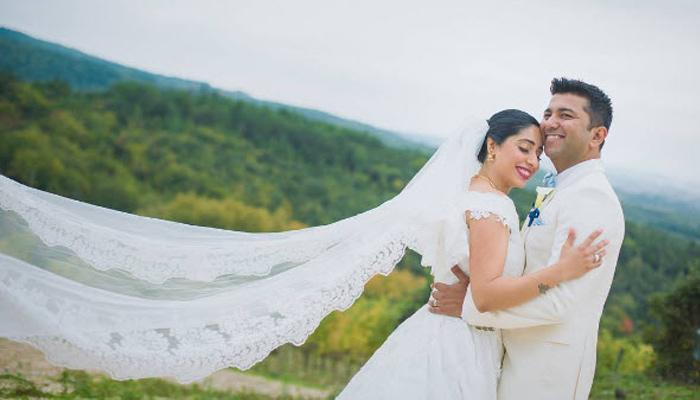'Jag Ghoomeya' Fame Singer Neha Bhasin Secretly Ties The Knot With Her Best Friend
