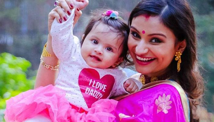Dimpy Ganguly Shared A Heartfelt Message On Her Daughter's First Birthday With This  Adorable Photo