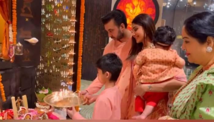 शिल्पा शेट्टी ने बेटी समीशा के साथ मनाई पहली दिवाली, बेटे वियान व पति राज कुंद्रा ने ऐसे की पूजा