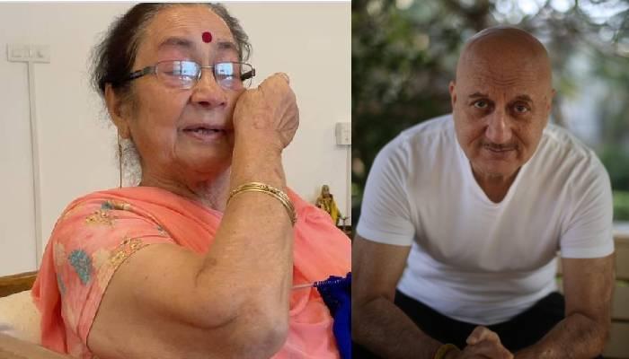 अनुपम खेर को देखते ही रोने लगीं मां दुलारी देवी, एक्टर ने वीडियो शेयर कर लिखी दिल छू लेने वाली बात