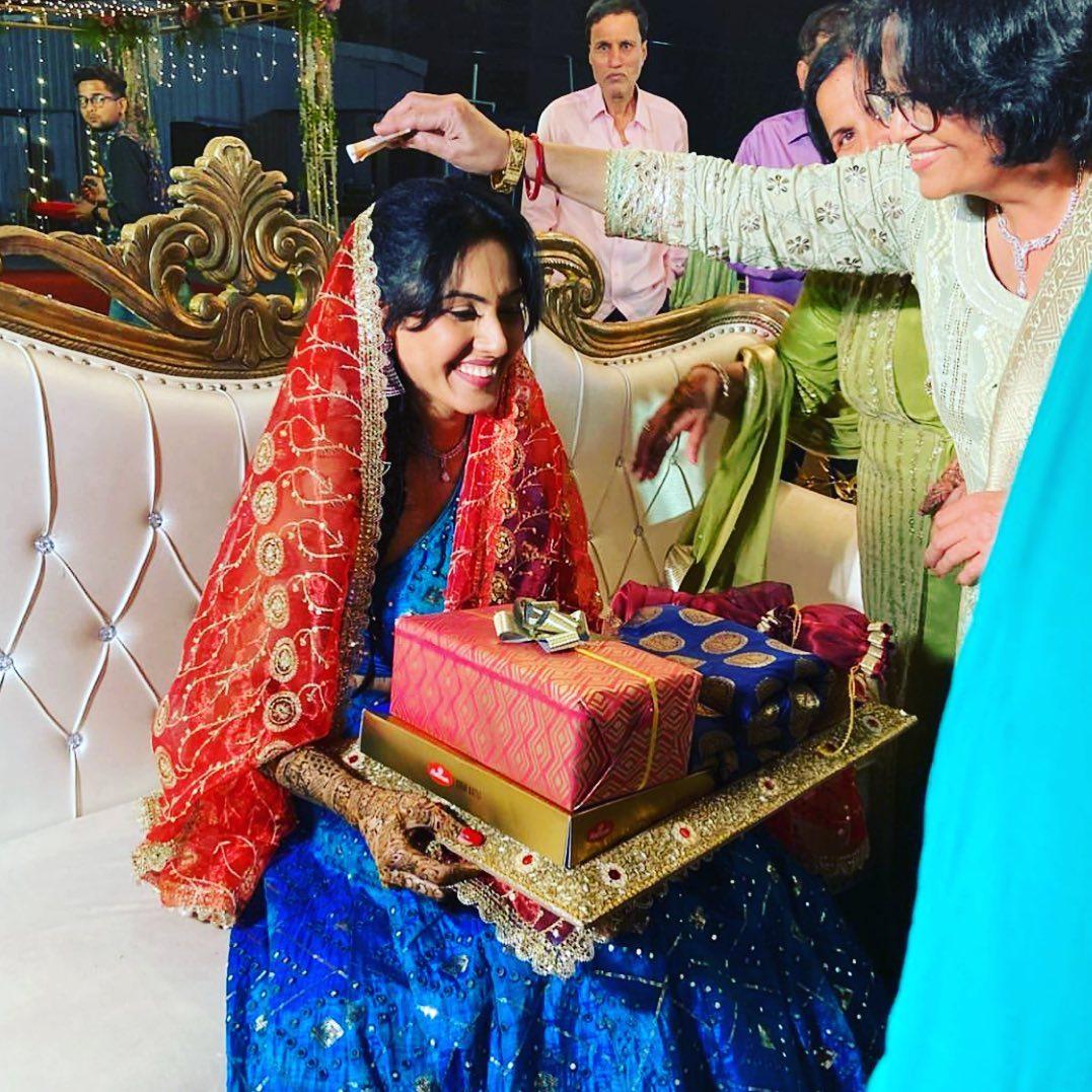 Kamya Punjabi Mehandi Ceremony Photos
