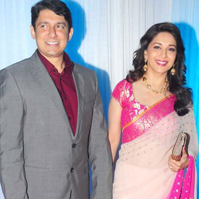 Smile that can kill many- Madhuri Dixit with her hubby at Wedding Reception of Esha Deol